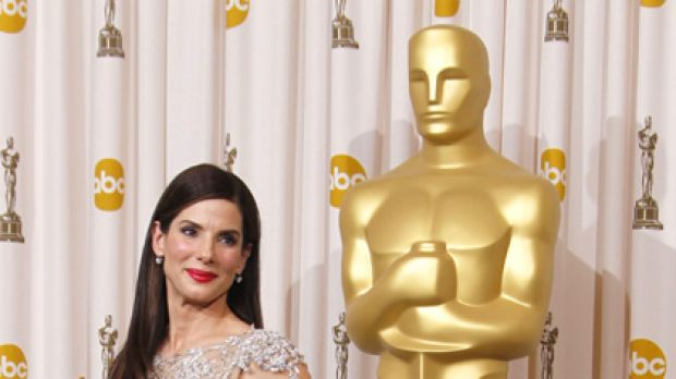 Two men in her life ... Sandra Bullock poses with her other man, Oscar.