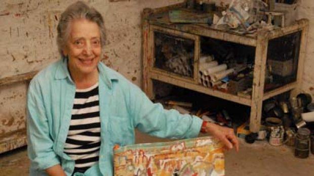 Artist Elizabeth Cummings and her chair.