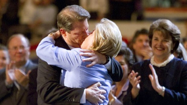 Toe-curling ... public displays of affection couldn't save Al and Tipper Gore's marriage.