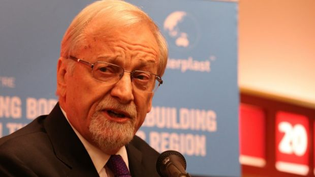 Former Foreign Minister Gareth Evans says it's a ''no-brainer'' that Australia should be involved in nuclear waste ...
