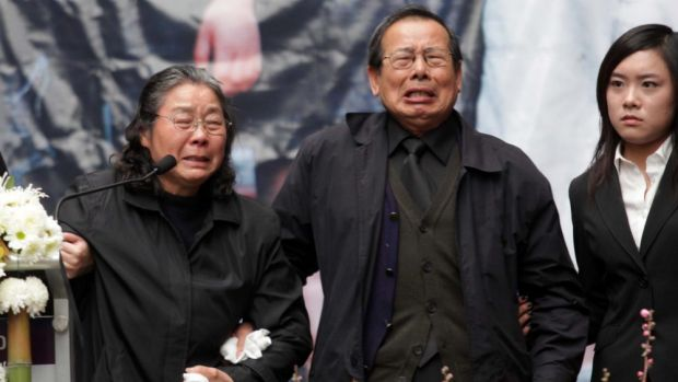 Yang Fei Lin and Feng Qing Zhu at the Lin family funeral  in 2009.