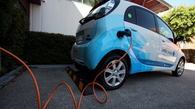 Battery longevity is the key to making electric car production attractive, analysts say.