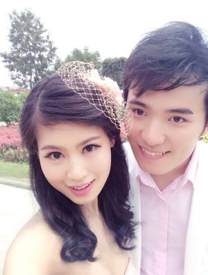 Peng Linling and Che Yu on their wedding day.