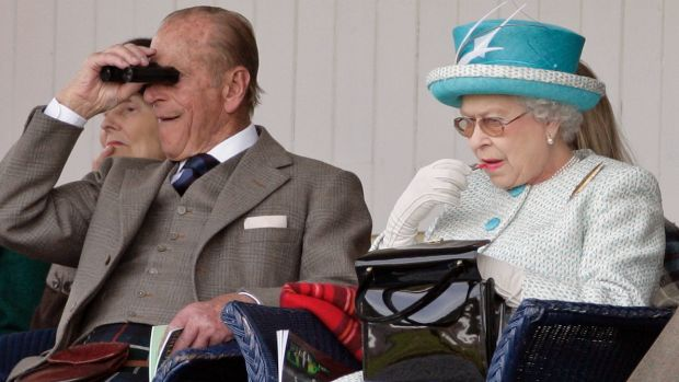 The Queen applying her lippie without a mirror at another sporting event in Scotland in 2011.
